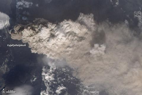 eyjafjallajokull-eruzione-cenere-nube-satellite-nasa-foto-04