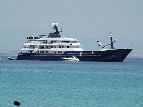 force_blue-yacht-squestrato-flavio-briatore-01