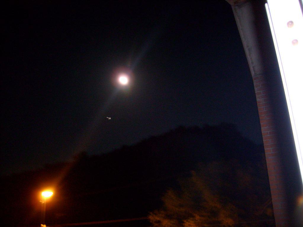 foto-oggetto-non-identificato-luna-ufo-01