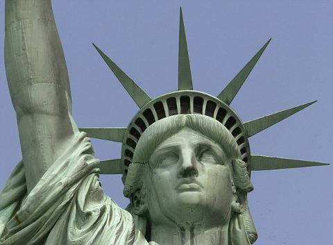 fulmine-statua-liberta-foto-02