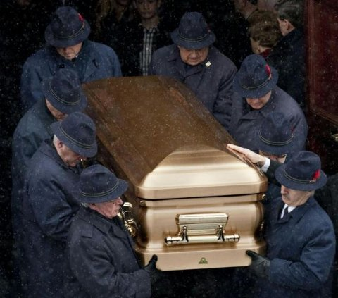 funerale-mafia-canada-rizzuto-bara-oro-02