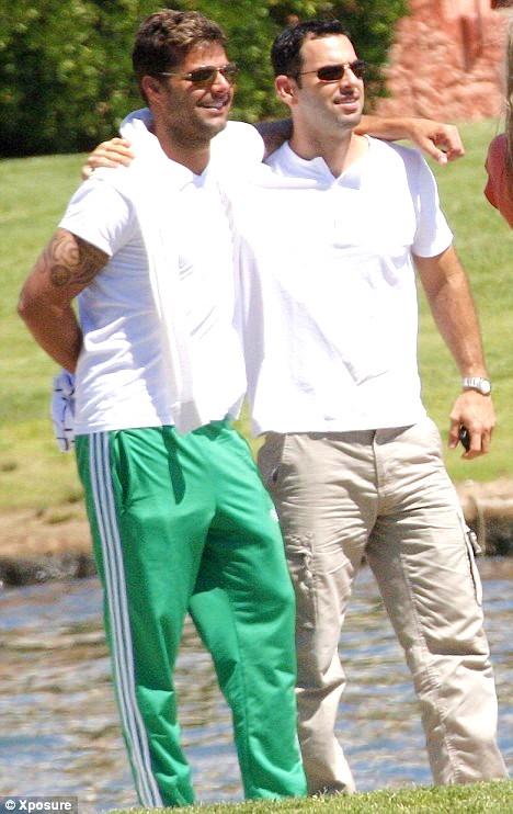 gay-Ricky-Martin-Carlos-Gonzales-01