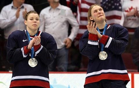 hockey-vancouver-alcol-sigari-festaggiamenti-ragazze-07