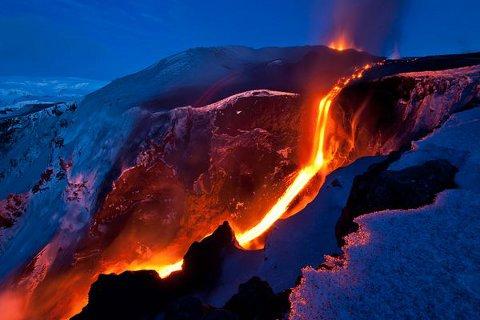 volcano-tourism-vulcano-eruzione-islanda-01