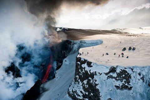 volcano-tourism-vulcano-eruzione-islanda-02