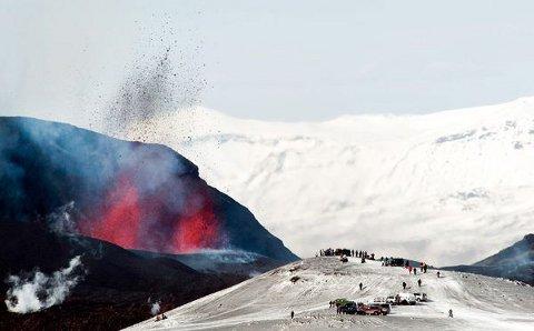 volcano-tourism-vulcano-eruzione-islanda-03