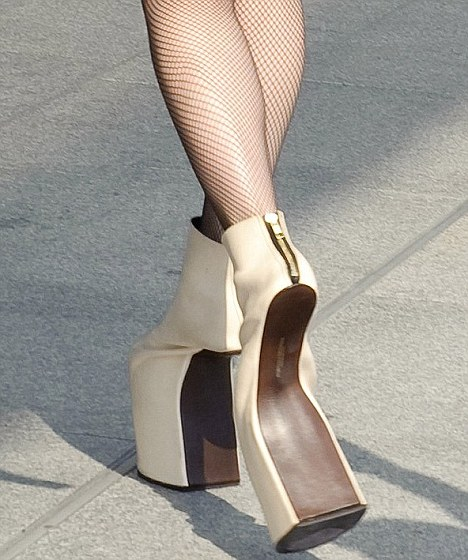 lady-gaga-foto-shoes-scarpe-03
