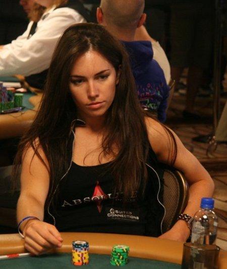 liv-boeree-ept-sanremo-poker-vincitrice-foto-01