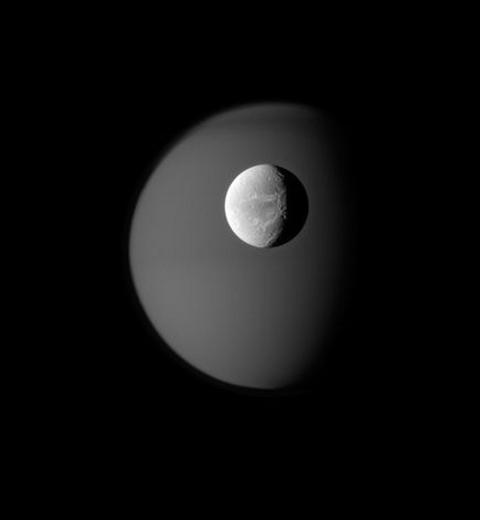 lune-saturno-titano-cassini-foto
