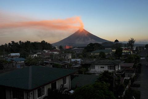mayon-vulcano-filippine-volcano-eruzione-eruption-04