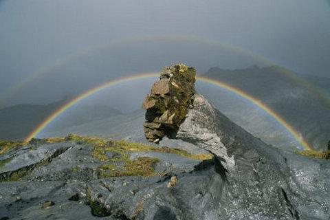 montagna-Dio-vulcano-eruzione-tanzania-lava-nera-Ol-Doinyo-01