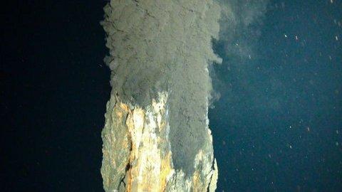 ocean-deepest-black-smoker-vulcano-sottomarino-foto