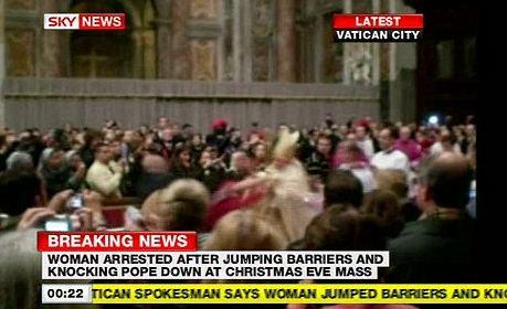 papa-benedetto-XVI-aggressione-messa-natale