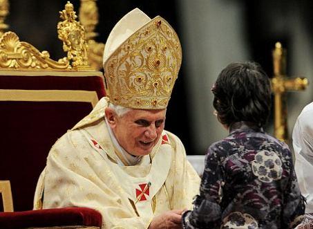 papa-benedetto-XVI-aggressione