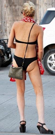pic-foto-Lindsay-Lohan-vacanza-seminuda-02