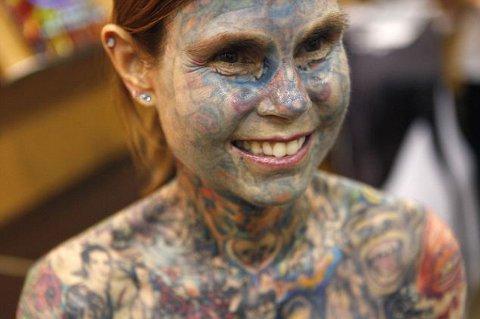 ragazza-piu-tatuata-al-mondo-record-guinness-foto-01