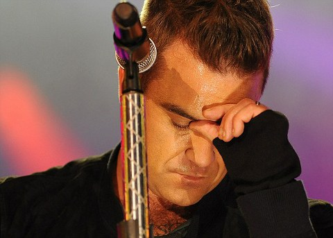 robbie-williams-live-dimentica-parole-01