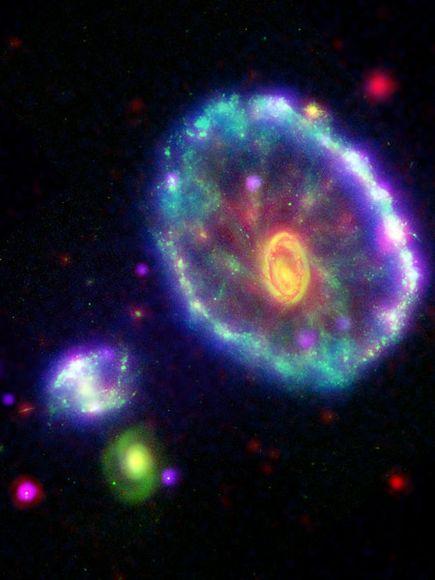ruota-di-carro-hubble-chandra-spitzer-galaxy-telescopi-foto-immagine