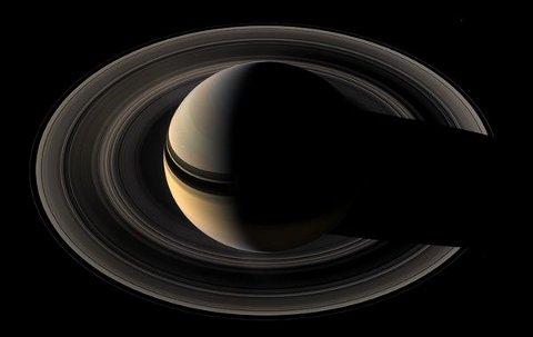 saturn-rings-cassini-anelli-ossigeno-misteri-anelli