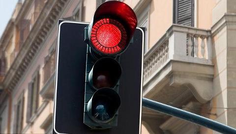semaforo-rosso-stress-Eko-Traffic-Light-01