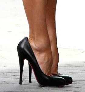 shoes-Victoria-Beckham-piedi-scarpe-04