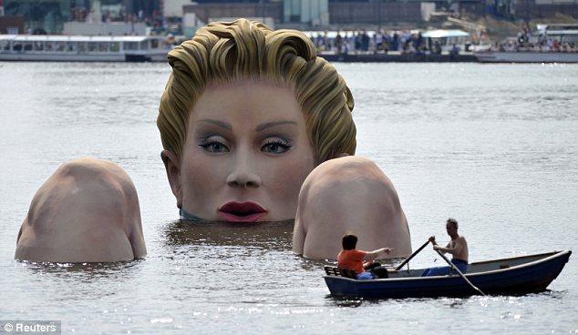sirena-scultura-Alster-foto-01