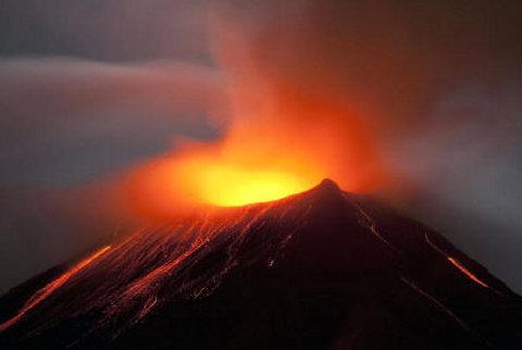 vulcano-Tungurahua-Ecuador-eruzione