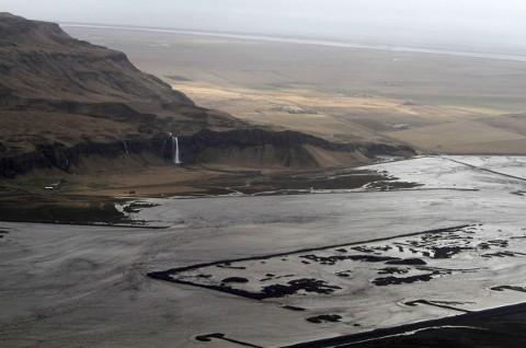 vulcano-eruzione-islanda-Eyjafjallajokull-ghiacciaio-cenere-foto-02