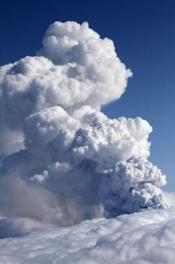 vulcano-eruzione-islanda-Eyjafjallajokull-ghiacciaio-cenere-foto-04
