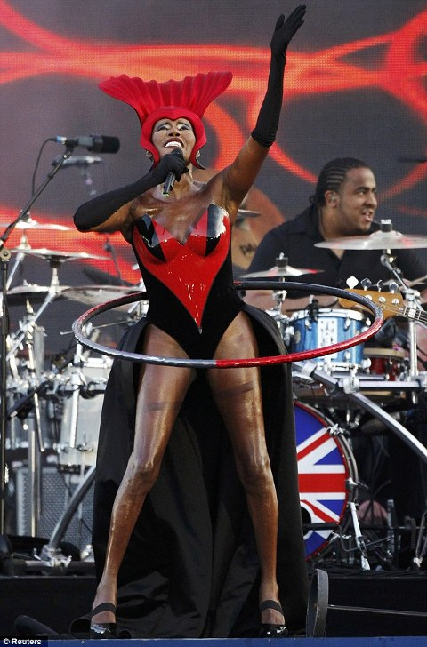 Grace-Jones-Queen-s-Diamond-Jubilee-Slave-To-The-Rhythm-hula-hoop-01