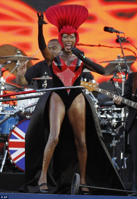 Grace-Jones-Queen-s-Diamond-Jubilee-Slave-To-The-Rhythm-hula-hoop-02