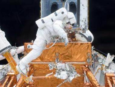 Andrew-Feustel-prima-passeggiata-spaziale