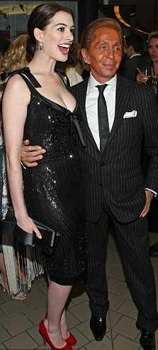 Anne-Hathaway-Valentino-bianco-nero