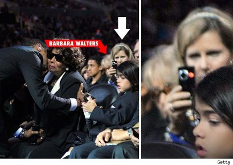 Barbara-Walters-fotocamera-digitale-funerale-michael-jackson