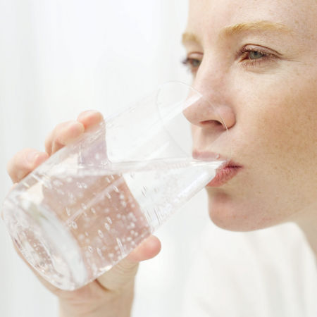 Bere-acqua-benefici-arterie-sesso