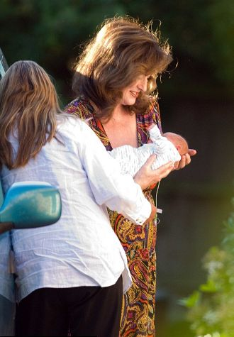 Elisabetta- Adeney-neo-mamma-con-il-suo-bebe