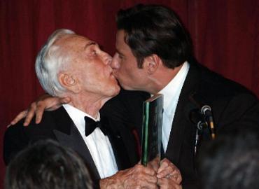John-Travolta-gay
