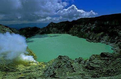 Kawah-Ijen-geyser-isola-java
