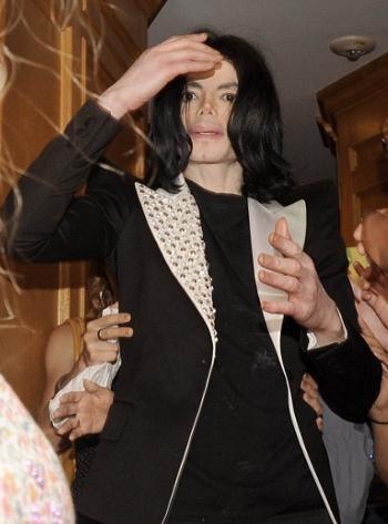 Michael-Jackson-mostra-la-pelle