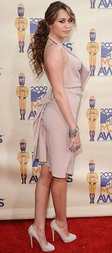 MileyCirus-MTV-Movie-Awards-The-Climb