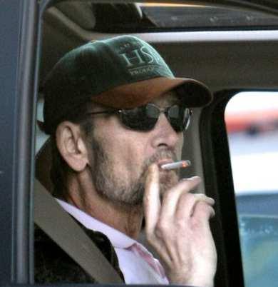 Patrick-Swayze-imperterrito-fuma