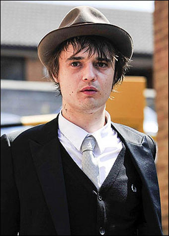 Pete-Doherty-musicista-tossicodipendente-droga-british-airways