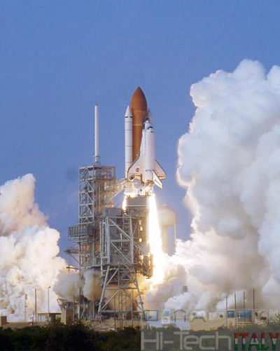 Space_Shuttle_Endeavour_lancio