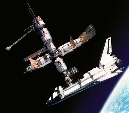 attracco-shuttle-iss