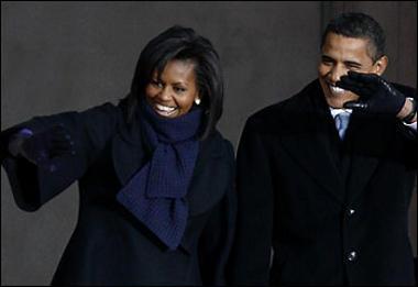 barack-obama-con-la-moglie-in-partenza-per-filadelfia