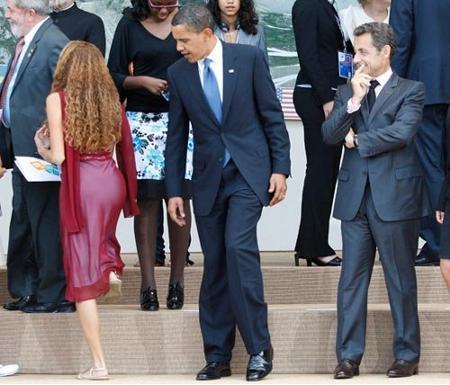 barack-obama-guarda-fondoschiena-sarkozy-ride