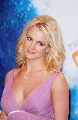 britney-spears-pop-Stage-Frightstar-circus-x-factor-playback