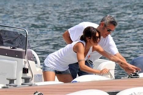 elisabetta-canalis-george-clooney-barca-foto-insieme