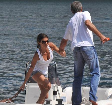 elisabetta-canalis-george-clooney-barca-foto-laglio-como