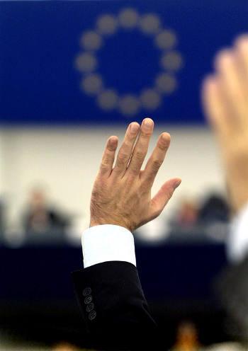 europarlamentari-fannulloni-strapagati